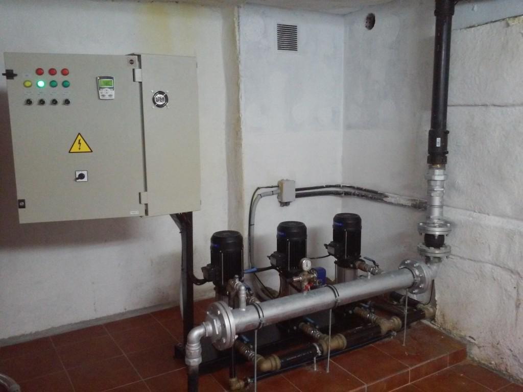 Cuadro el ctrico con variador para grupo de presi n de 3 for Grupo de presion de agua para edificios